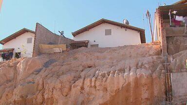 Moradores de conjunto habitacional em São João da Boa Vista pedem por muro de proteção - Moradores de conjunto habitacional em São João da Boa Vista pedem por muro de proteção.