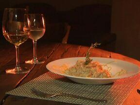 Aprenda a fazer um risoto cítrico com camarão - O chef de cozinha Sérgio Quintiliano ensina a receita do risoto cítrico com camarão. O prato é sofisticado, mas simples de fazer. E fica pronto em 30 minutos.
