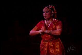 Apresentação de dança indiana é atração em Juazeiro do Norte - Os moradores de Juzeiro do Norte puderam curtir uma apresentação de dança indiana na última sexta-feira (23).