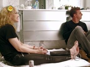Madonna recebe Huck para entrevista no seu banheiro - Rocco aparece para um bate-papo e cantora fala da expectativa para sua turnê no Brasil
