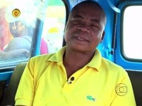 Luciano Huck descobre participante para o Lata Velha na Angola - Comerciante Manuel Pedro precisa reformar a Kombi para carregar seus 17 filhos e 19 netos