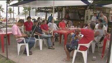 Praticantes de asa delta se reuniram em São Vicente - Atletas planejaram uma festa no ar, com mais de 40 asas ao mesmo tempo. Mas como o tempo não ajudou, a festa foi em terra firma para priorizar a segurança.