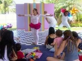 Grupo de dança diverte os pequenos concorrentes do 'Game' - Criançada se esbalda com a alegria dos artistas