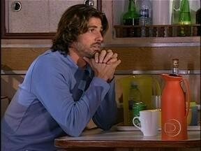 Da Cor do Pecado - capítulo de quinta-feira, dia 29/11/2012, na íntegra - Paco se recusa a ir na casa de Afonso. Ele descobre que Moa corre risco de vida. Otávio destrata Afonso