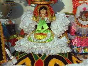 Empresária aumenta lucro com tecidos para fantasias de carnaval bem antes da época - A maior festa popular do país gera empregos e movimenta a economia. Em São Paulo, uma empresa ganha dinheiro com a venda de tecidos estampados para a produção de fantasias de todos os tipos.