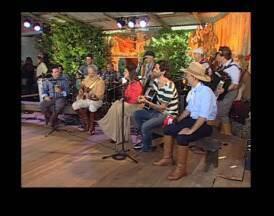 Délcio Tavares e Grupo Tchê Guri tocam no Galpão Crioulo - Programa destacou a Festa Nacional da Música neste domingo (2).