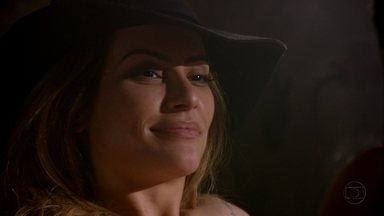 Bianca conta a Zyah que terminou com Stenio - Ela diz que foi para a Capadócia ficar com o guia