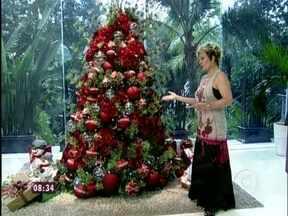 Clima de Natal: Ana Maria apresenta a nova decoração da casa de cristal - Apresentadora foca nos detalhes preparados para este fim de ano