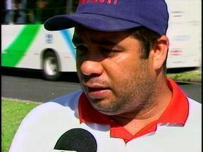 Sindicato do metalúrgicos realiza protesto nas ruas de Rio Grande - Trabalhadores reivindicam pagamento da taxa de periculosidade.