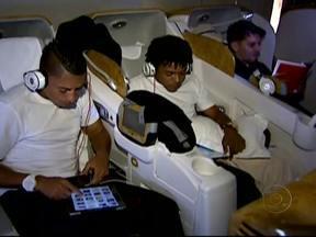 Jogadores do Corinthians chegam a Dubai - Dubai é a primeira parada rumo ao Mundial de Clubes, no Japão. A estratégia dos preparadores físicos foi não deixar os atletas dormirem na viagem. A intenção é facilitar a adaptação ao fuso horário.