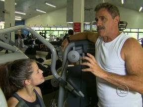 Sabia que antes da fama Oscar Magrini era professor de educação física? - Ator revive passado no Vídeo Show