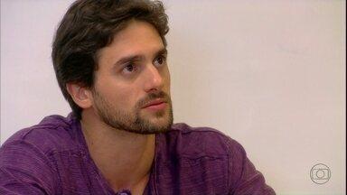 Malhação - Capítulo de quarta-feira, dia 05/12/2012, na íntegra - Cezar exige que Fatinha confesse que roubou o gabarito de sua prova