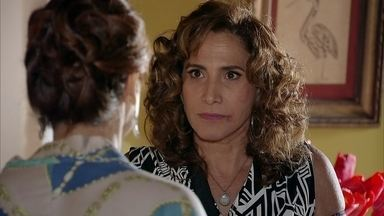 Wanda intimida Berna e muda de hotel - Barros confirma a informação de Jô para Helô e afirma que Wanda usa documentos roubados. A vilã insinua que Berna é sua cúmplice no tráfico de bebês. Lívia orienta Wanda a não tomar nenhuma atitude precipitada em relação a Morena