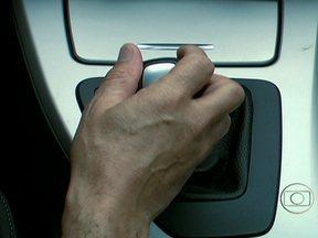 Férias AE: freio-motor é opção mais segura para estrada - Carro engrenado coloca o motor para trabalhar e evita o desgaste prematuro dos freios. Pode ser aplicado tanto em carros com câmbio manual, como automático.