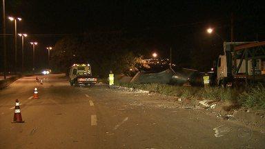 Batida entre carreta e caminhão mata crianças, em Betim - PRF diz que motorista de carreta apresentava sinais de embriaguez.