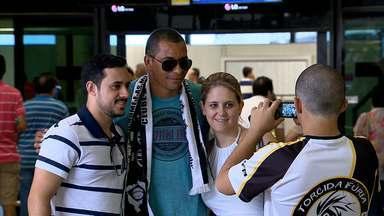 Gilberto Silva é recebido com festa pela torcida do Atlético-MG - Ele é o primeiro reforço do time para a temporada 2013.