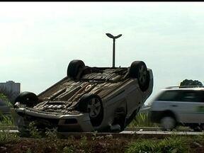 Acidente na EPTG fecha duas faixas da pista - Dois carros se envolveram em um grave acidente na EPTG. Ninguém teve ferimento grave.