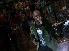 Thiaguinho canta música tema do seu novo DVD - Cantor empolga ao interpretar 'Ousadia e Alegria'