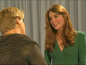 Kate Middleton aparece em público pela primeira vez após internação - A duquesa foi hospitalizada por crises agudas de enjoo. A enfermeira dela se matou dias depois do trote de radialistas australianos.