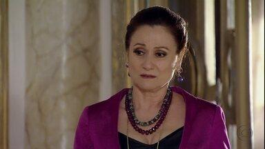 Berna comenta com Fatma que seu casamento está por um fio - Fatma não entende o motivo do nervosismo de esposa de Mustafa