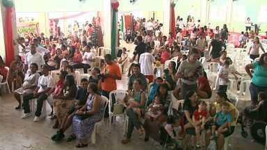 APAE realiza campanha Árvore dos Sonhos - Pacientes atendidos pela APAE em Alagoas receberam presentes de Natal doados pela população.