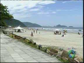 Quem chegou à praia já começou a aproveitar o sol - Durante toda a temporada 2,5 milhões de pessoas devem passar pelo litoral do Estado.