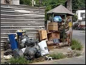 Moradores de Timóteo reclamam do acúmulo de lixo e entulho nas ruas - Eles alegam que no bairro Ana Rita, a coleta de lixo não é feita há mais de duas semanas.
