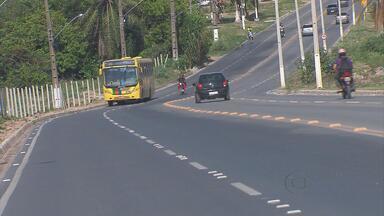 Estrada de Manepá, em Paulista, resolve problemas após muita cobrança - O asfalto está novo, há sinalização de via, iluminação, placa de trânsito e lombadas.