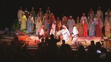 Em Barretos, nascimento de Jesus é contado ao som de ópera - Atores encenam a data de um jeito diferente.