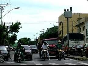 Radares são reposicionados para evitar gastos extras em Uberaba, MG - Seis aparelhos foram recolados em avenidas diferentes do município. Secretaria de Trânsito ainda não sabe valor das mais de 51 mil multas.
