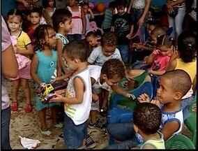 Crianças de creches de Ipatinga ganham presentes de empresas da cidade - Crianças de creches de Ipatinga ganham presentes de empresas da cidade.