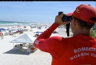 Operação Verão dos Bombeiros monitora praias da Região dos Lagos - Cerca de 48 salva-vidas trabalham diariamente em Cabo Frio e Arraial do Cabo.