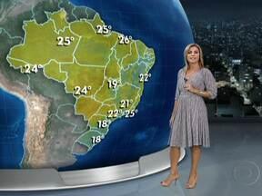 Primeira semana de verão será de chuva em várias partes do Brasil - A frente fria, que provocou transtornos no Sul, avança para o litoral paulista provocando temporais e ventania entre o norte do Rio Grande do Sul, leste de Santa Catarina e São Paulo. Estão previstas tempestades também entre o sul de MG, MT e AM.