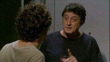 Malhação - capítulo de quinta-feira, dia 27/12/2012, na íntegra - Mário pergunta a Dinho se Lia está grávida