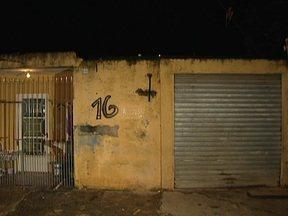 Bandidos matam dois homens em um bar em Itapevi - Outros três homens ficaram feridos. Os bandidos fugiram. No local, a polícia encontrou projéteis de armas calibre 45 e 380.