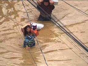 Veja no JH: Forte chuva causa transtornos em diversas regiões do Rio de Janeiro - Estudante brasileiro está desaparecido no Peru. Polícia diz que vereadora do Paraná, que estava desaparecida, forjou o próprio sequestro. Concursos públicos abrem 130 mil vagas.