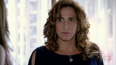 Wanda pede permissão a Lívia para eliminar Morena - Morena conta para as meninas que Jéssica fugiu disfarçada de camareira. Lívia culpa Wanda pelos problemas que Morena arruma para a organização