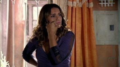 Lucimar estranha o comportamento de Morena - Ela avisa aos vizinhos que vai preparar um almoço para receber a filha