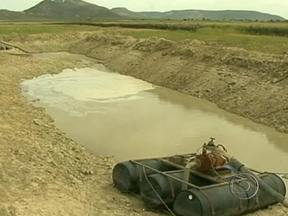 Barragem de Sobradinho está com nível abaixo da capacidade no norte da Bahia - No norte da Bahia, a barragem de Sobradinho, uma das maiores do Nordeste, está com o nível bem abaixo da capacidade. Quem vive nas redondezas do lago sofre com os efeitos da seca.