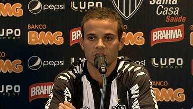 Morais é apresentado também como reforço do Atlético-MG - Ele estava sem jogar há seis meses.