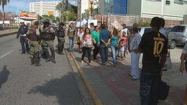 Clientes de planos de saúde fazem protesto no centro do Recife - Muitas pessoas têm enfrentado problemas com o serviço oferecido por alguns planos de saúde.