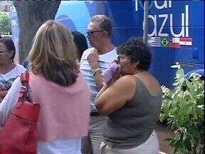 Ônibus com grupo de idosos é assaltado na região de Campo Mourão - Um grupo de turistas, a maioria idosos, saiu do nordeste para conhecer Foz do Iguaçu e, depois de viajar mais de três mil quilômetros, foi assaltado perto de Campo Mourão.