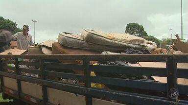 Equipes realizam mutirão para retirar moradores das ruas em Ribeirão, SP - Colchões, roupas e materiais usados pelos andarilhos foram recolhidos na manhã desta fez parte do trabalho.