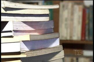 Comércio de livros usados pode ser uma boa opção pra quem quer economizar - Opção é para pessoas que tem que encarar as extensas listas de materiais escolares.