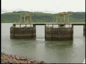 Usinas do rio Paranapanema estão com apenas 30% da capacidade - As usinas hidrelétricas do rio Paranapanema em Chavantes, SP, estão trabalhando com apenas 30% da capacidade. A falta de chuva baixou o nível dos reservatórios e as concessionárias de energia torcem para que o clima colabore.