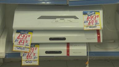 Lojas de aparelhos de ar-condicionado reforçam estoque para o verão - As altas temperaturas têm provocado uma grande procura por ar-condicionado e ventilador no comércio do Recife.