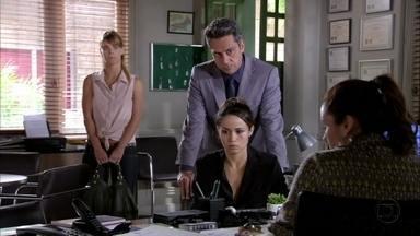 Morena presta depoimento a Helô - Ela conta que Lívia esteve no escritório de Haroldo. Jô desconfia da explicação de Jéssica para a queixa de sua mãe sobre seu desaparecimento. Helô manda Stenio fazer uma relação das pessoas que estiveram no escritório de Haroldo