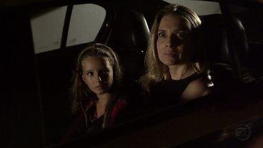 Antonia tenta fugir com Raissa e Celso chama a polícia - Arturo e Isaurinha imploram que Celso não faça escândalo com Antonia