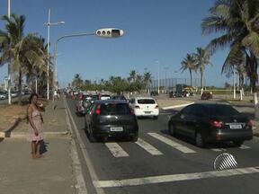Vereadora de Brumado é assaltada na orla de Salvador - Para a polícia, a vítima pode ter sido escolhida, porque o criminoso teria visto a placa do carro e notado que se tratava de uma turista.