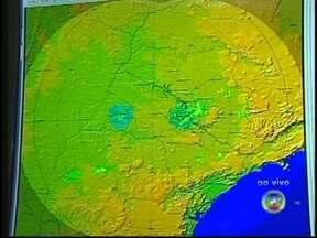 IPMet explica a variação de temperatura em janeiro na região Centro-Oeste Paulista - O que aconteceu com o tempo? Na região Centro-Oeste Paulista, choveu acima do esperado e a temperatura caiu, um friozinho que não é normal em janeiro. O IPMet explica porque.